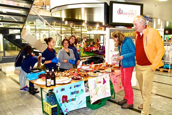 Charity Event: Cake Sale / Vente De Gateaux